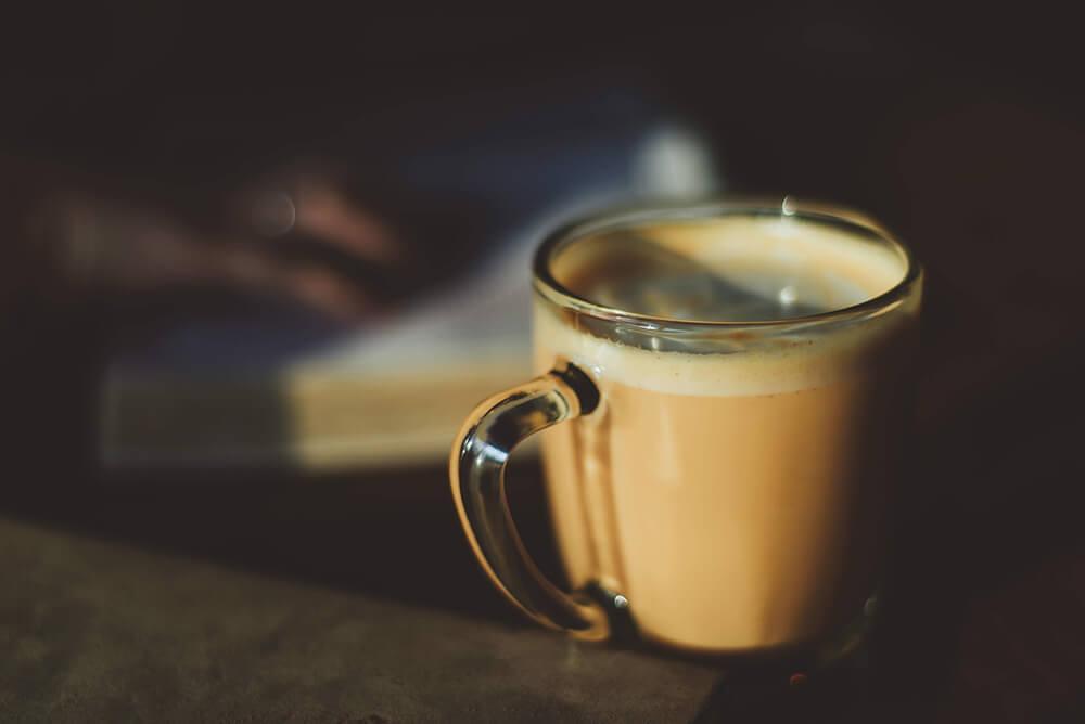 Zit er meer cafeïne in dark roast? | Zwartekoffie.nl